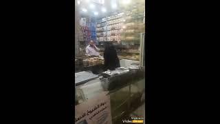 مفاجأة مغترب يمني بأمه في المدينة المنورة _ مشهد