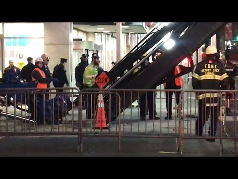 FDNY BOX 713 - SHORT VIDEO OF FDNY ON SCENE WHERE A CRANE'S BOOM COLLAPSED CAUSING TO DROP IT'S LOAD