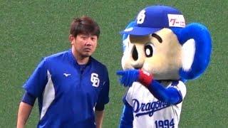 2018.04.30 松坂にヒーローとしての振る舞い方を叩きこむドアラ先輩。 thumbnail