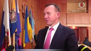 На сесії Ужгородської міськради медики штурмували трибуну