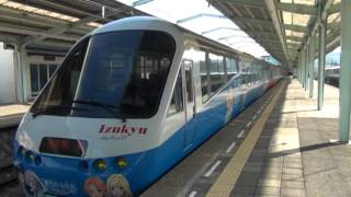 現在、伊豆急で走っているラッピング電車「夏色キセキ号」の下田駅出発風景です。