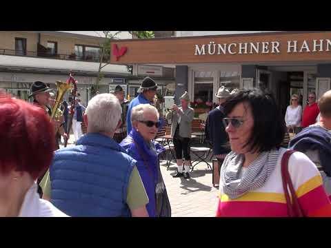 Straßenmusik vor dem Münchner Hahn in Westerland auf Sylt