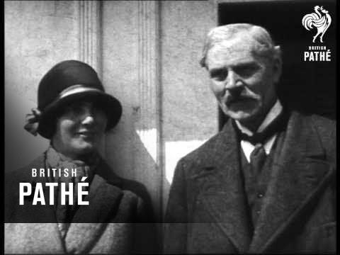 Ramsay Macdonald And Daughter (1929)