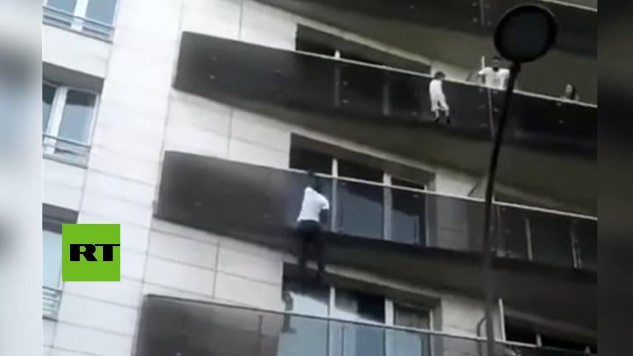Spiderman Africano Escala 5 Pisos Para Rescatar A Un Niño En París Youtube