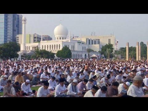 المسلمون يحتفلون بعيد الفطر  - 16:21-2018 / 6 / 15