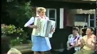 Christa Behnke   Bayerisch Kraut Polka