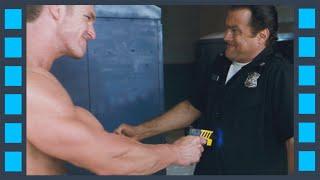 Встреча новичка электрошокером — «Сквозные ранения» (2001) сцена 4/7 HD