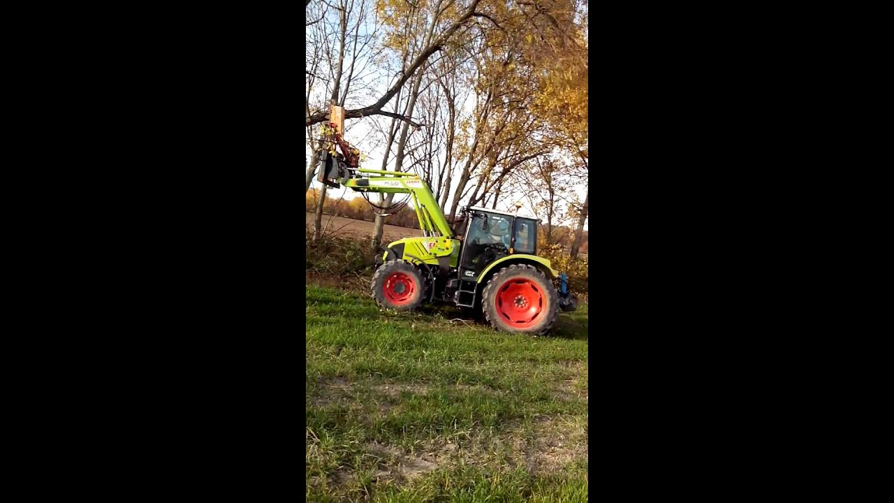 Elagage d 39 arbres avec tracteur claas axos youtube - Tracteur avec fourche ...