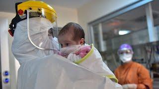 45 günlük Amine bebeğe maske takıldı, alkışlarla yoğun bakımdan çıkarıldı