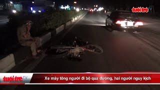 Xe máy tông người đi bộ qua đường, hai người nguy kịch | Truyền Hình - Báo Tuổi Trẻ