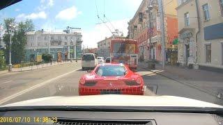 Красная Ferrari 458 Italia без номеров не дают нормально вваливать