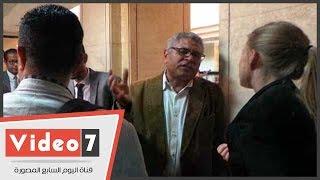 بالفيديو.. جمال عيد وحسام بهجت ونشطاء فى انتظار جلسة التحفظ على الأموال بقضية