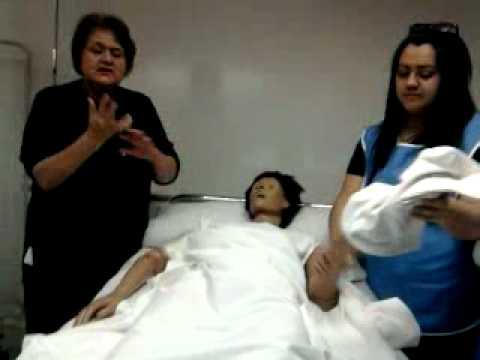 lavado de paciente en cama enfermeria basica - youtube - Bano General Del Paciente En Cama