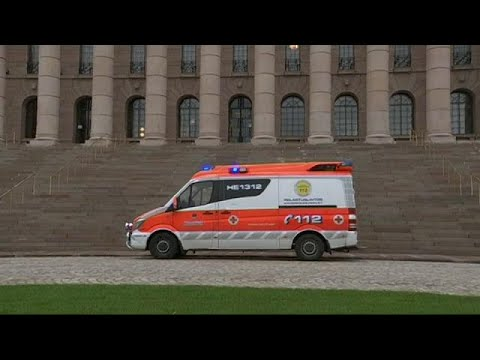 طالبا لجوء يحاولان الانتحار طعنا بالسكين أمام مبنى البرلمان في فنلندا  - نشر قبل 1 ساعة