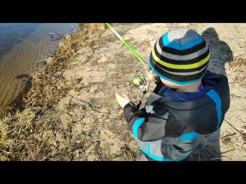 Научить ребенка забрасывать спининг  Правильный хват спининга