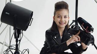 Эмилюша готовится к фотосессии в стиле Rock Star