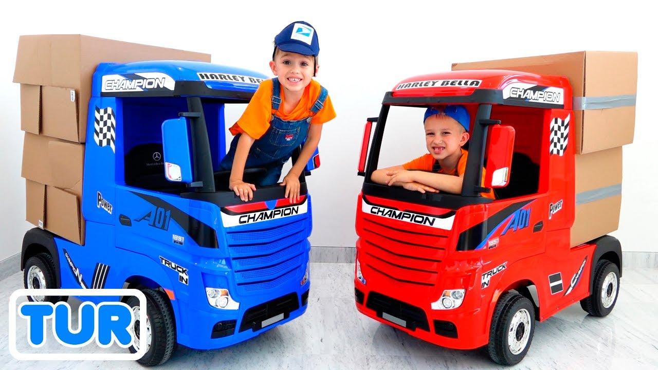 Vlad ve Nikita çocuklar için kamyonlarla oynuyormuş gibi yapıyor