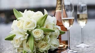 Как красиво украсить стол для романтического ужина своими руками?