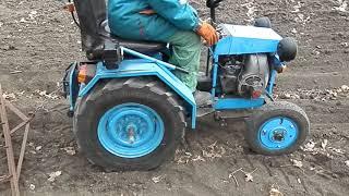 видео: мини трактор самодельный в огороде