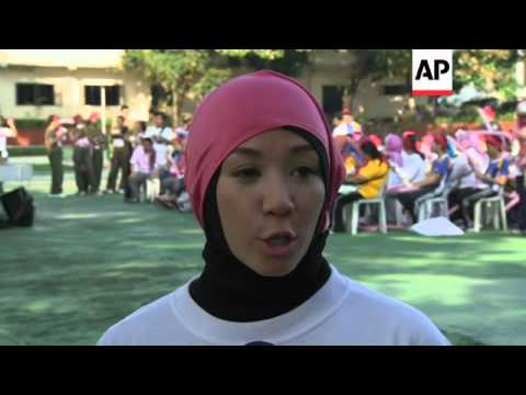 Muslim women run for peace on eve of pact signing between rebels and government