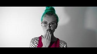 Смотреть клип Ester Peony - So Fine