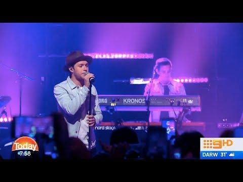 Niall Horan Performing