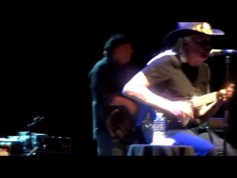 Johnny WINTER - Live Intro & Johnny B.Good -  Olympia @ Paris - 07.04.2013