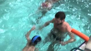 4 летний ребенок плавает сам-Обучение плаванию в бассейне в Минске для детей (Курсы,Секция,занятия)