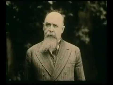 Nicolae Iorga adresându-se