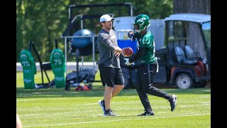 How many touches does Jets Le'Veon Bell need?