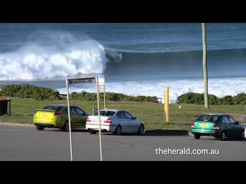 Tow-in surfing Bar Beach