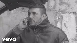 Смотреть клип Guè Pequeno - Scappati Di Casa