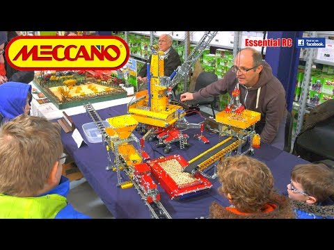 mechanised-meccano-construction-set-at-model-tractor,-plant-&-construction-show