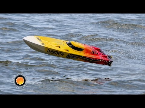 R/C Powerboat Racing by OneManOutfit