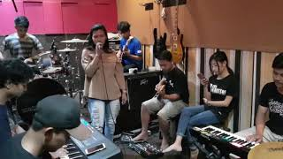 Gila keren habis dah Musiknya (cover Sahita)
