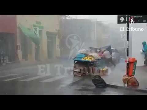 VIDEO: la gente se resguardó como pudo ante el fuerte viento