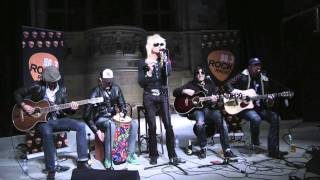 The Michael Monroe Band perform an acoustic version of Lightning Ba...