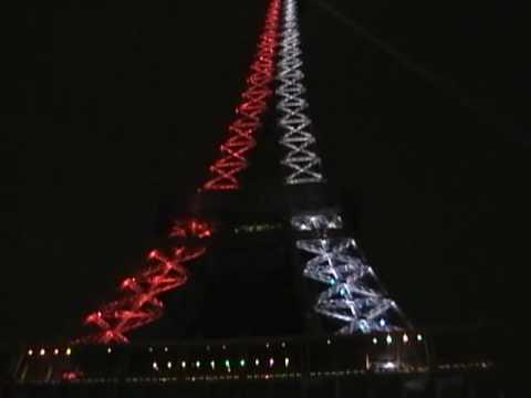 tour eiffel christmas light show