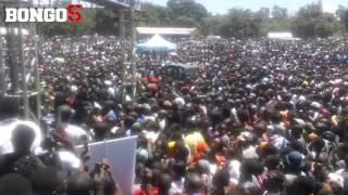 Kanumba's funeral: Jeneza la Kanumba likiondoka Leaders Club