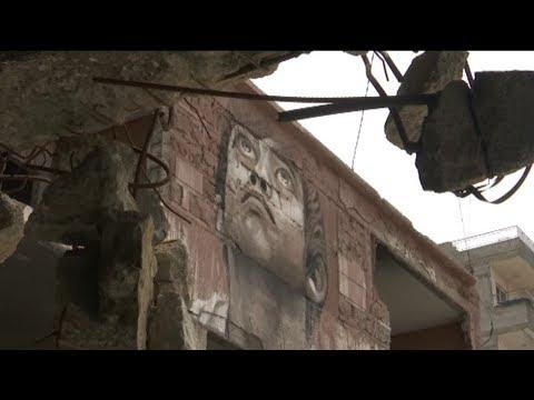 معرض فني على حطام مبنى مُدمر في غزة  - نشر قبل 6 ساعة