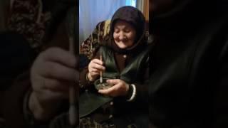Прикол! Бабка курит шмаль