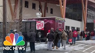 Customers Say Texas Grocery Store Let Them Take Items For Free During Snowstorm | NBC News NOW