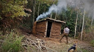 BUILD A FOREST HOUSE WITH MUD AND WOOD - Bushcraft