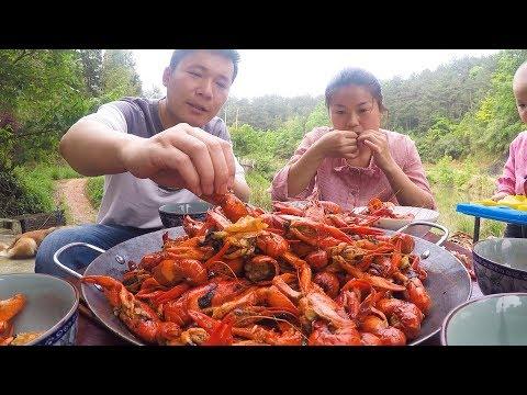 很久没吃小龙虾了,今天炒了一大锅,全家吃个饱