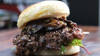Kobe Wagyu Beef Burger mit Shiitake vom BEEFER