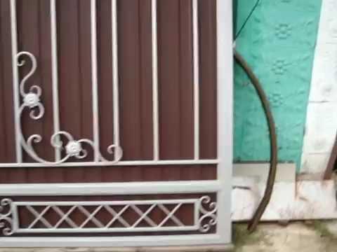 Простые, лёгкие ворота.