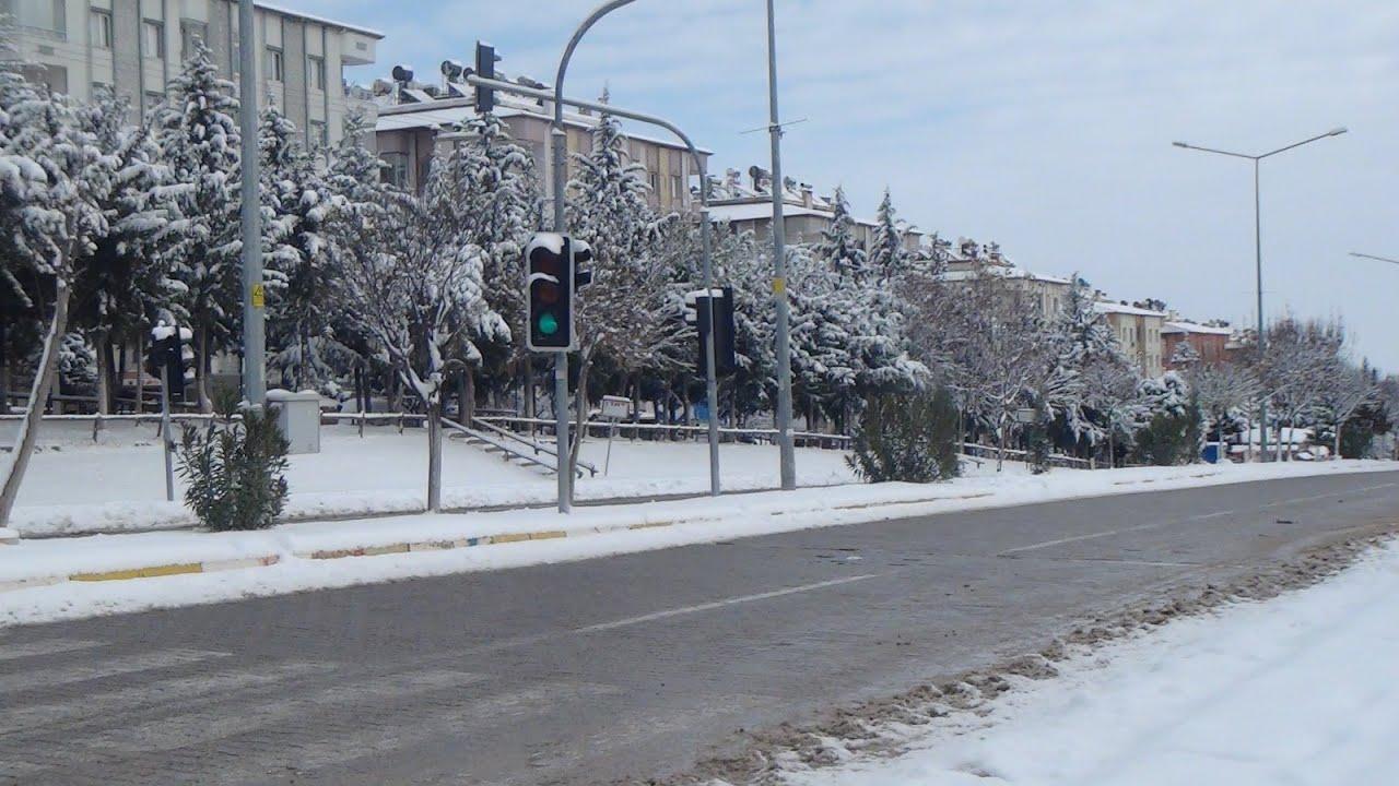 Besni'de mevsimin ilk karı yağdı