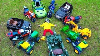 سينيا يظهر مجموعة ضخمة من سيارات الأطفال! جرار ، سيارة الشرطة ، ميني الترابية دراجة!