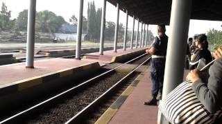 Kereta Api Cirebon Ekspress di Stasiun Jatibarang.