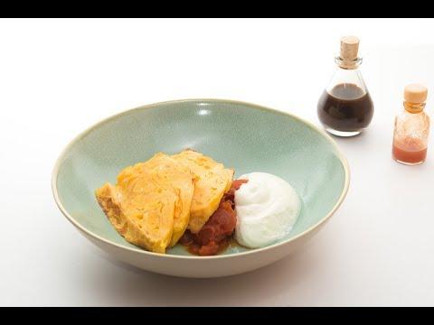 Oμελέτα με αφρό φέτας και σάλτσα ντομάτας του Σωτήρη Κοντιζά